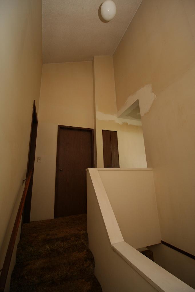 8stairslanding-1